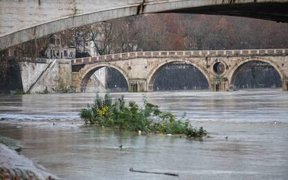 Maltempo: allagamenti a Roma, chiuse banchine del Tevere