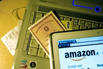 acquisti e pagamenti online (cosenza - 2013-11-20, Francesco Mollo) p.s. la foto e' utilizzabile nel rispetto del contesto in cui e' stata scattata, e senza intento diffamatorio del decoro delle persone rappresentate