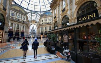 Milano e Lombardia zona gialla, 12 dicembre 2020, ristorante Savini, galleria Vittorio Emanuele, preparativi riaperturaANSA / PAOLO SALMOIRAGO