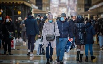 Shopping Natalizio per le vie del centro, Milano, 6 Dicembre 2020. ANSA/Andrea Fasani