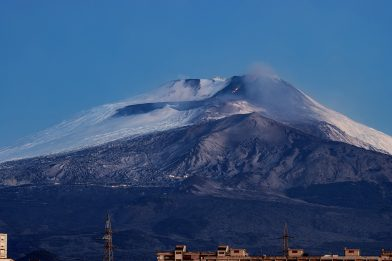 Etna, registrata nuova fase eruttiva: trabocco dal cratere a Sud Est