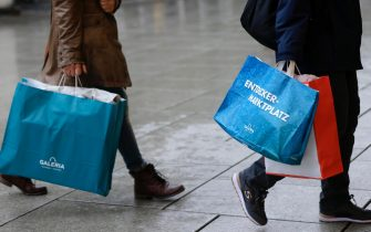 epa08885278 People carry bags during shopping in the city center at the 'Zeil' in Frankfurt, Germany, 15 December, 2020. Due to an increasing number of cases of the COVID-19 pandemic caused by the SARS CoV-2 coronavirus, new nationwide restrictions have been announced to counteract a rise in infections, as the closing of the single store starting tomorrow 16 December.  EPA/RONALD WITTEK