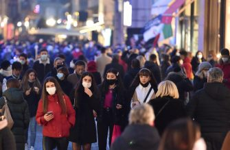 People wearing face masks walk and shop in the central area of Turin, Italy, 19 December 2020. Italian Premier Giuseppe Conte's government on 18 December announced restrictions that will put Italy into some form of a lockdown over the Christmas holidays to stop social contact during the festive season feeding a third wave of COVID-19 coronavirus pandemic in the country.  ANSA/ALESSANDRO DI MARCO