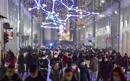 Covid, corsa ai regali nell'ultimo weekend prima di Natale. FOTO
