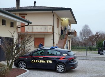 Padova, uomo uccide i due figli a coltellate e poi si suicida