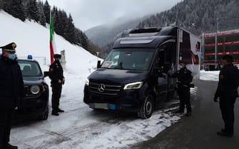 Alto Adige, il furgone dei vaccini