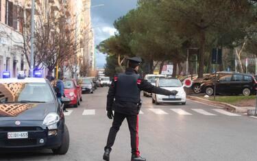 Un posto di controllo dei Carabinieri in via Appia Nuova per la Zona Rossa in occasione delle festivit  natalizie. Roma, 24 dicembre 2020. ANSA/CLAUDIO PERI