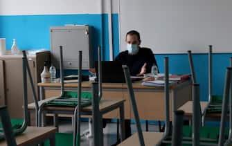 Un insegnante in classe