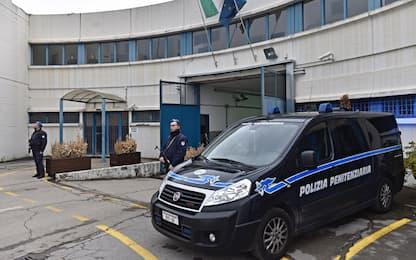 Firenze, pestaggi in carcere: arrestati 3 agenti di Sollicciano