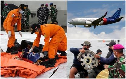 Aereo caduto Indonesia, ritrovati resti umani, detriti e scatole nere