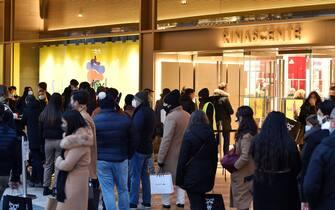 Folla nei negozi e nelle vie del centro città nel primo week.end di saldi invernali, Torino, 9 gennaio 2020 ANSA/ ALESSANDRO DI MARCO