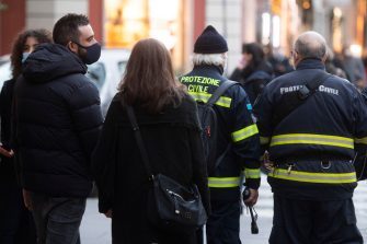 Protezione civile impegnata a monitorare lo shopping natalizio in via Cola di Rienzo a Roma, 5 dicembre 2020. ANSA/CLAUDIO PERI