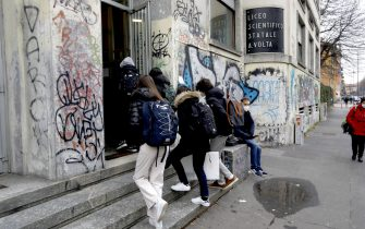 Students of Liceo Volta enter school after returning to the yellow zone in Milan, Italy, February 1, 2021. The approximately 8 million Italian students have all returned to class today, of which 2.5 million are high school students, albeit with percentages that they range from 50 to 75% of attendance, as required by the last Dpcm.