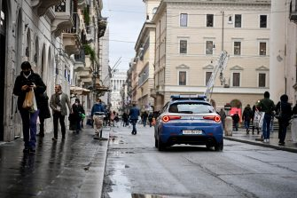 A patrol car of the Police checks the gatherings in via del Corso in Rome, Italy, 07 February 2021. There were no critical issues due to the gatherings due to bad weather. ANSA/RICCARDO ANTIMIANI