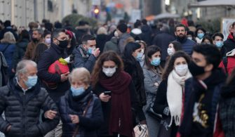 People wearing protective face masks stroll in downtown Turin, Italy, 07 February 2021. Effective from 01 February, the Italian authorities eased coronavirus restrictions in most of its regions, allowing travel possibilities and daytime reopening of bars, restaurants and museums. ANSA/ALESSANDRO DI MARCO