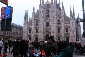 Crowd of people stroll in Milan, northern Italy, 06 February 2021. Italian authorities eased coronavirus restrictions in most of Italy's regions, allowing travel possibilities and daytime reopening of bars, restaurants and museums. ANSA/ PAOLO SALMOIRAGO