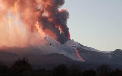 Etna, nube eruttiva alta 9 km: colata di lava raffreddata dal vento