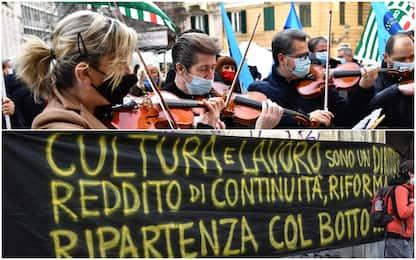 """Covid, lavoratori spettacolo protestano in tutta Italia: """"Ripartiamo"""""""