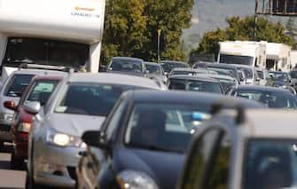 Auto in coda nel traffico
