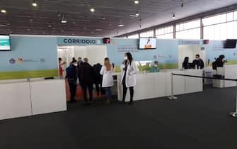 L'hub vaccinale anti-Covid in un padiglione della Fiera del Mediterraneo, a Palermo