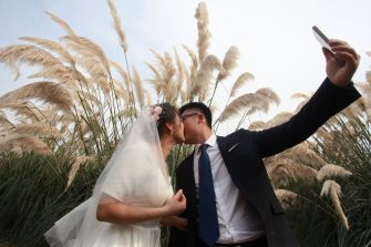 YANGZHOU, CHINA - SEPTEMBER 20, 2020 - Ten pairs of medical staff who delayed their marriage due to their participation in the fight against the epidemic took part in the collective wedding ceremony in the town Wetland Park. Yangzhou, Jiangsu Province, China, September 20, 2020. (Photo by Meng Delong / Costfoto/Sipa USA)