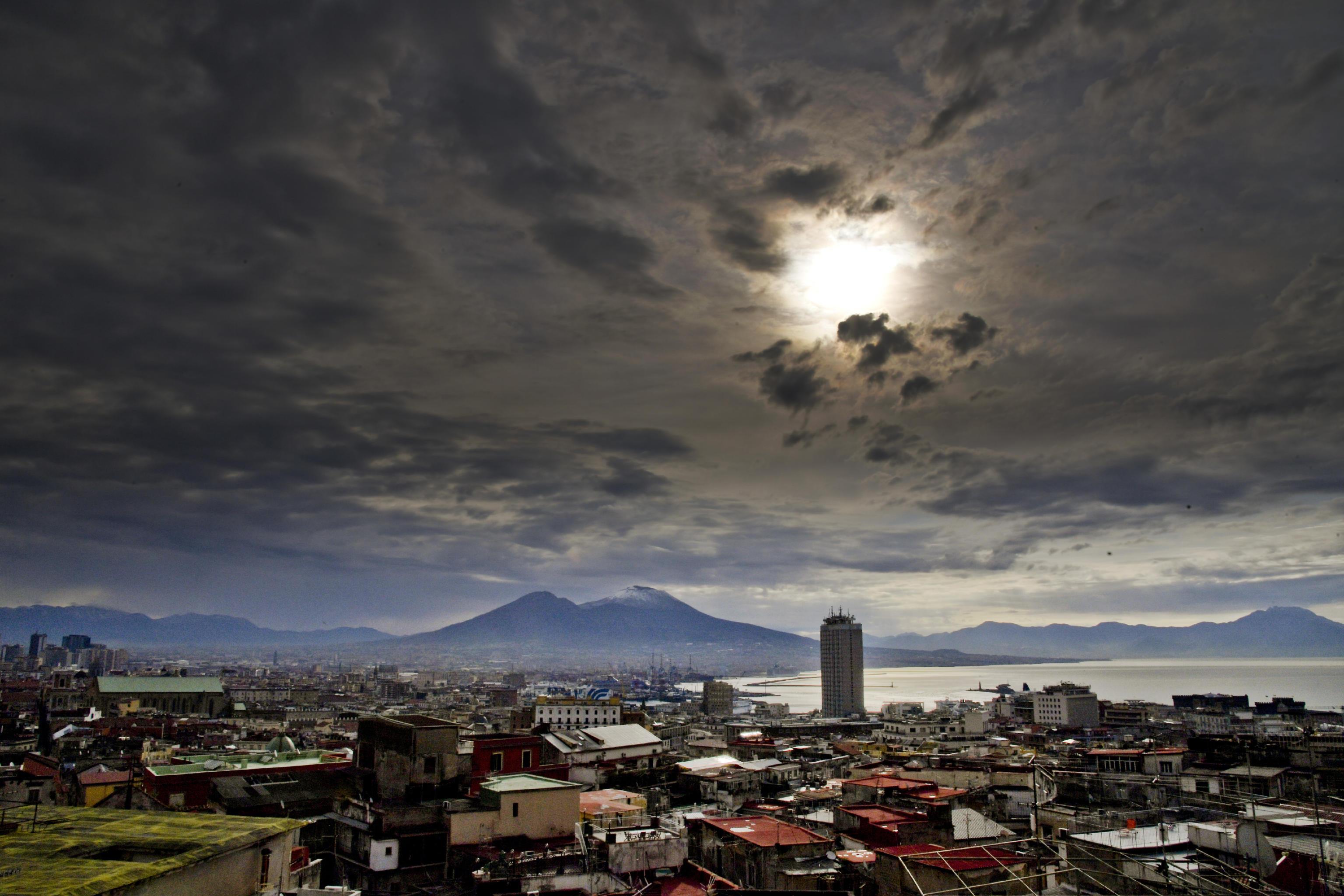 Il Vesuvio imbiancato, giovedì 18 marzo