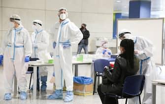 Medical staff perform anticovid swabs at Elmas Airport in Cagliari, 8 March 2021. ANSA/FABIO MURRU