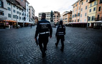 Local police officers carry out checks in the Piazza Campo de Fiori during the new lockdown for emergency of the Coronavirus Covid-19 pandemic in Rome, Rome, Italy, 20 March 2021. ANSA/ANGELO CARCONI