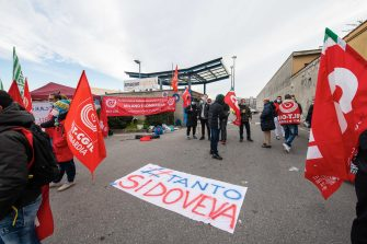 Amazon couriers attend a strike as they block deliveries and vehicles in and out of warehouses,  in front of the  Amazon logistics center HUB at Via Toffetti, in Milan, Italy, 22 March 2021. ANSA/Andrea Fasani