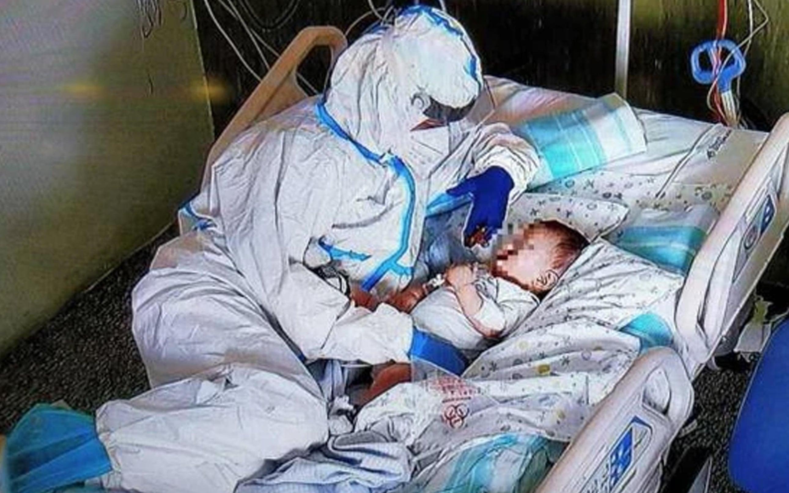 La foto scattata all'ospedale Salesi di Ancona