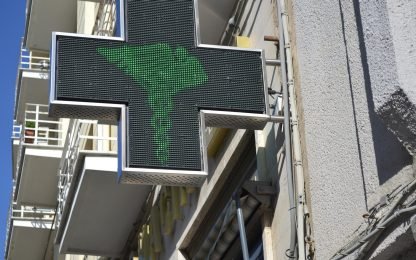 Green pass, nuovo assalto a farmacia Torino: sospesi tamponi