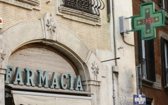 L'insegna di una farmacia nel centro di Roma 28 novembre 2019. ANSA/FABIO FRUSTACI