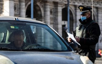 Italian Carabinieri police officers check motorists at Republic square to verify that they have a valid reason to travel during Easter Sunday lockdown due to the Coronavirus (COVID-19) pandemic emergency in Rome, Italy, 04 April 2021. ANSA/ANGELO CARCONI