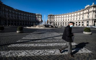 A view of the semi deserted Republic Square during Easter Sunday lockdown due to the Coronavirus (COVID-19) pandemic emergency in Rome, Italy, 04 April 2021. ANSA/ANGELO CARCONI