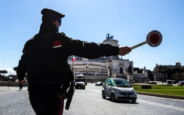 Italian Carabinieri police officers check motorists at Venezia square to verify that they have a valid reason to travel during Easter Sunday lockdown due to the Coronavirus (COVID-19) pandemic emergency in Rome, Italy, 04 April 2021. ANSA/ANGELO CARCONI