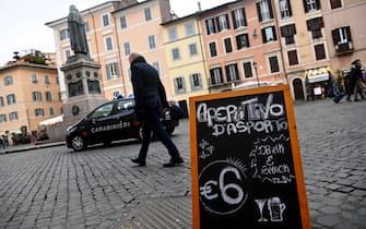 Ristoranti e bar a Campo dei Fiori a Roma, 11 gennaio 2021. ANSA/RICCARDO ANTIMIANI