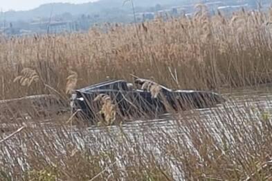 Sirmione, Ferrari finisce nel lago di Garda