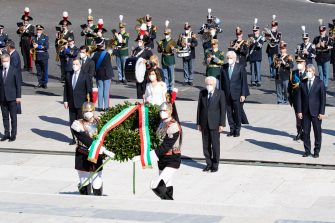 This handout photo provided by the Quirinal Press Office shows Italian President Sergio Mattarella, Italian Prime Minister Mario Draghi, Italian president of the Senate Maria Elisabetta Casellati and Italian President of the Lower House Roberto Fico attending a wreath-laying ceremony at the Altar of the Fatherland marking the 76th Liberation Day in Rome, Italy, 25 April 2021. ANSA/ QUIRINAL PRESS OFFICE/ FRANCESCO AMMENDOLA +++ ANSA PROVIDES ACCESS TO THIS HANDOUT PHOTO TO BE USED SOLELY TO ILLUSTRATE NEWS REPORTING OR COMMENTARY ON THE FACTS OR EVENTS DEPICTED IN THIS IMAGE; NO ARCHIVING; NO LICENSING +++