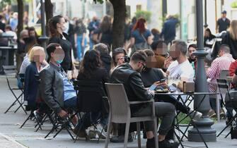 Folla e aperitivi sul Litorale Romano. 30 APRILE 2021. Ostia, Roma. ANSA/EMANUELE VALERI