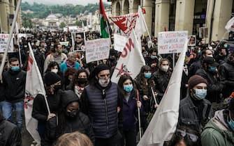 Manifestazione con la partecipazione dei sindacati No TAV e anarchici, in piazza Vittorio per il primo maggio. Torino 01 maggio 2021 ANSA/TINO ROMANO