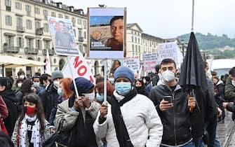 Manifestazione centri sociali e No Tav in piazza Vittorio in occasione della festa del primo maggio, Torino, 1 maggio 2021 ANSA/ ALESSANDRO DI MARCO