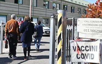 Situazione sulle vaccinazioni anti Covid dopo la sospensione della somministrazione del vaccino Astrazeneca nel distretto ASL via Gorizia Torino, 16 marzo 2021 ANSA/ALESSANDRO DI MARCO