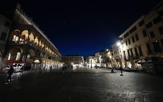 10/03/2020 Italia - Padova Città pandemiche e deserte l'attuale situazione dell'Italia. Bar e ristoranti chiudono alle 18:00. Il governo ha approvato misure drastiche nel tentativo di arrestare la diffusione dell'epidemia COVID-19.