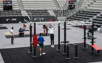 La palestra a cielo aperto gratuita allestita all'interno della Grand Stand Arena del Foro Italico, con 800 metri quadri di attrezzature nel rispetto delle misure anti-Covid, Roma, 12 dicembre 2020. ANSA/FABIO FRUSTACI