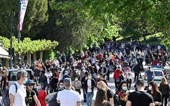 Persone a passeggio a Roma durante l'emergenza Covid