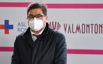 L'assessore alla Sanita' della regione Lazio, Alessio D'Amato, durante la visita al nuovo drive-in vaccinale di Valmontone, 13 aprile 2021. ANSA/ETTORE FERRARI