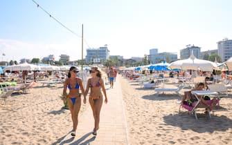 Bagnanti sulla spiaggia di Rimini