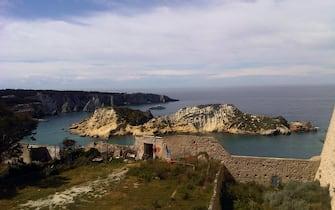 Il porto di isola di San Domino e in primo piano l'isolotto Cretaccio, visto da San Nicola. Isole Tremiti, in una immagine del 08 aprile 2012 ANSA/MONICA DIAMANTI