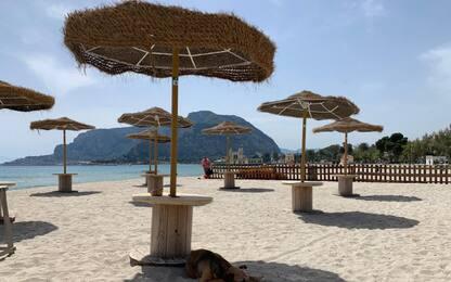 Covid, regole per la spiaggia: dallo steward ai 10 mq per ombrellone