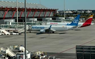 Aerei fermi all'aeroporto Baraja Adolfo Suàrez di Madrid